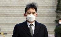 Prosecutors demand 9 years in prison for Samsung heir in retrial of bribery case