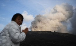 Toxic air, gases hamper search for last 2 volcano victims