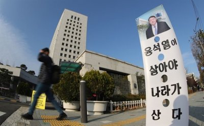 Prosecutors protest justice minister's suspension of top prosecutor from duty