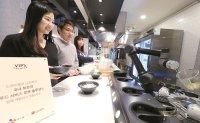 Robots replace humans at Korean restaurants