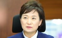 Transport minister demands more focus on safety to chiefs of Korean Air, Asiana