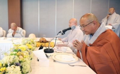 Buddhist monks call for leniency on jailed Samsung Vice Chairman Lee Jae-yong