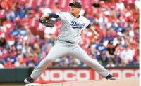 Ryu extends scoreless streak to 31 innings as Dodgers roll