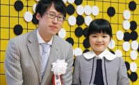 Japanese girl taught by Korean to debut as youngest go player