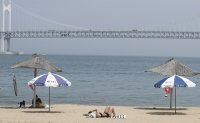 Busan to fine beachgoers for not wearing masks