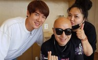 Actor Yoo Yeon-seok opens ramen restaurant on Jeju