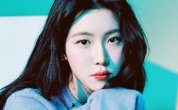 Baek Ye-rin's English album sweeps music charts