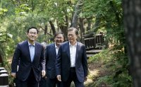 Moon to discuss 3rd expansionary budget spending