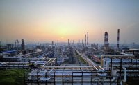 Oil refiners teeter on edge of collapse