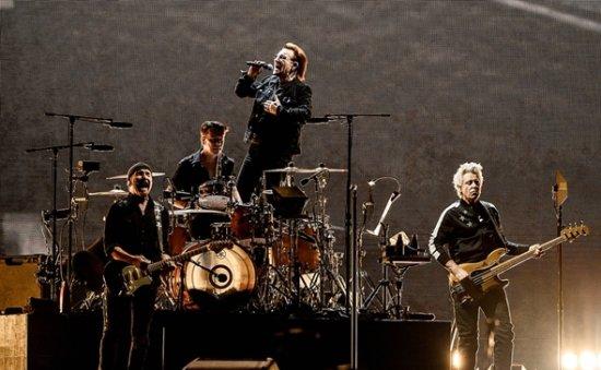 U2 says 'women in the world unite' in Korea