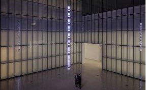 Jenny Holzer awakens disturbing awareness in text art