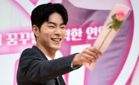 Actor Hong Jong-hyun to start military service
