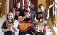 'Super cool' kids wearing multiple hats in 'School of Rock'