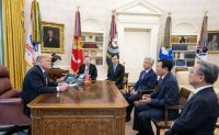 Lotte chairman meets Trump