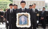 [K-Terminology] Koreans being overworked to death in 'kwarosa'