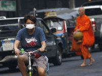 Hundreds of schools to shut as toxic smog chokes Bangkok