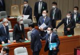 Lawmaker tests negative for virus, parliament to review extra budget