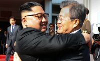 Leaders of two Koreas hold surprise meeting