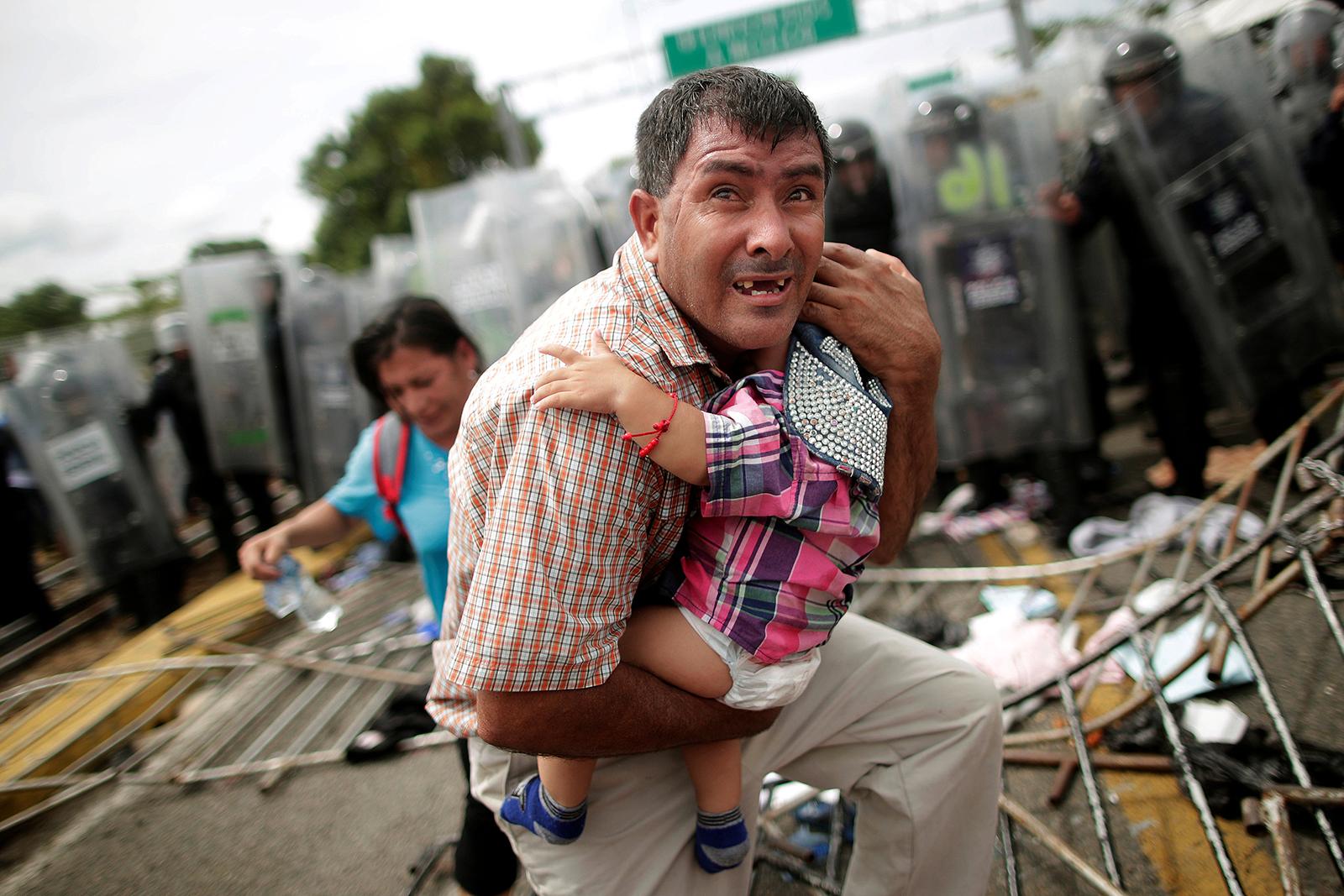 Migrants halted on bridge at Mexico border