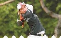 Choi Hye-jin cruses to three-stroke victory at NH Investment & Securities Ladies Championship