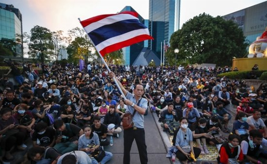 Thai protesters target royal wealth