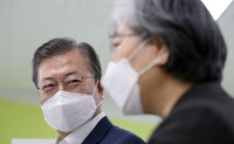 Moon willing to receive AstraZeneca vaccine shot: Cheong Wa Dae