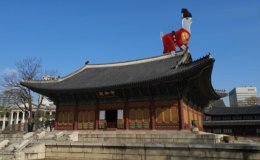 Deoksu Palace introduces AR service