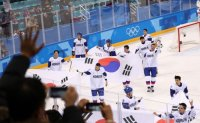 Men's hockey team scores 2 goals against Finland