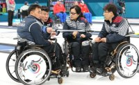 Wheelchair curlers snap four-game skid