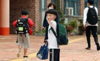 Students in greater Seoul area return to school