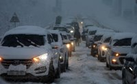 Hundreds of cars trapped on coastal highway due to heavy snow
