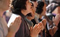 D-5: Crowded prayer sites for college entrance exam [PHOTOS]