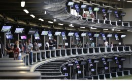LG installs 10,000 displays at indoor golf ranges in US