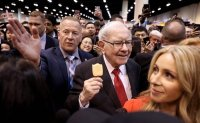 Warren Buffett donates $2.9 billion to Gates Foundation