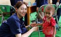 Indonesians get volunteer medical help