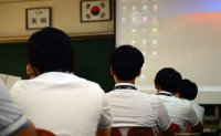 Ratio of old, male school principals higher in Korea than OECD average