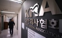 Nearly 70% of Koreans in favor of bill on disqualifying convicted doctors