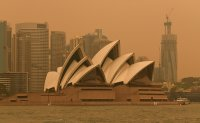 'Unprecedented' fires turn skies orange in Australia