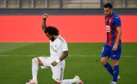 Marcelo takes a knee as Madrid wins at its training center