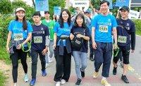 Marathon with blind people
