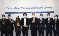 Eight students honored at The Korea Times-APLN Essay Contest Awards