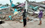 Quake in Indonesia's Sulawesi kills at least 10, injures hundreds