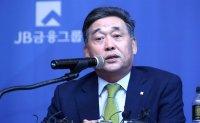 [CEO WATCH] JB chairman's leadership in spotlight amid pandemic