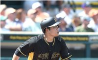 Pirates' Kang Jung-ho begins hitting after wrist surgery: report