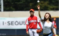 Miss Korea runners-up throw ceremonial first pitches [PHOTOS]