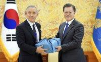 Outgoing US ambassador meets President Moon