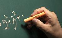 Former cram school teacher keeps legacy of Hagoromo chalk
