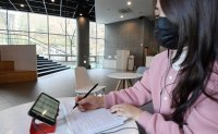 College students discontent with online lectures