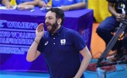 Nat'l women's volleyball coach not done expanding offense