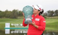 Jang Ha-na edges out Lee Da-yeon with stunning shot on final hole